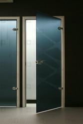 Стеклянные двери – новинка в вашем интерьере!